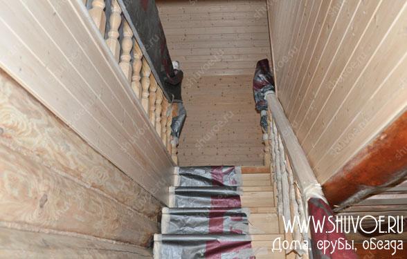 Вид на лестницу на второй этаж