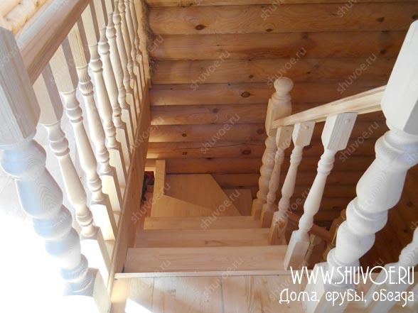Готовая лестница, смотрим со 2 этажа