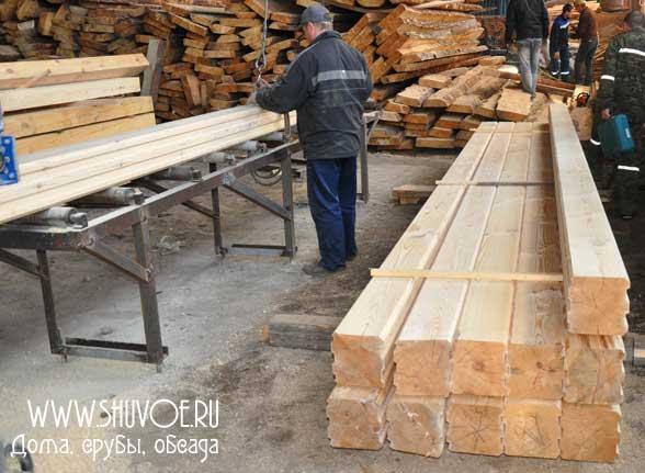 Производим и продаем профилированный брус естественной влажности (применяется для строительства брусовых домов под усадку).