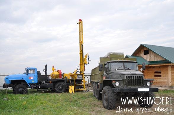 Установка для бурения артезианской скважины на базе Урала