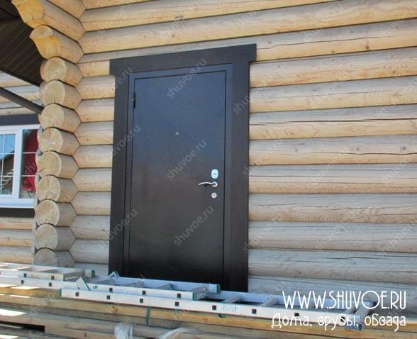Строительство деревянного дома - установка дверей