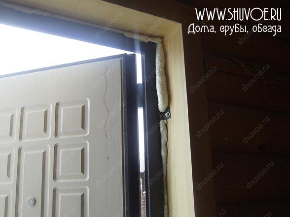 Монтаж двери после установки обсады.
