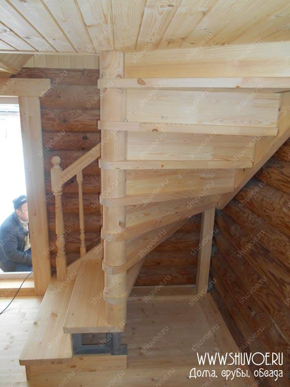 Вариант деревянной лестницы в бане