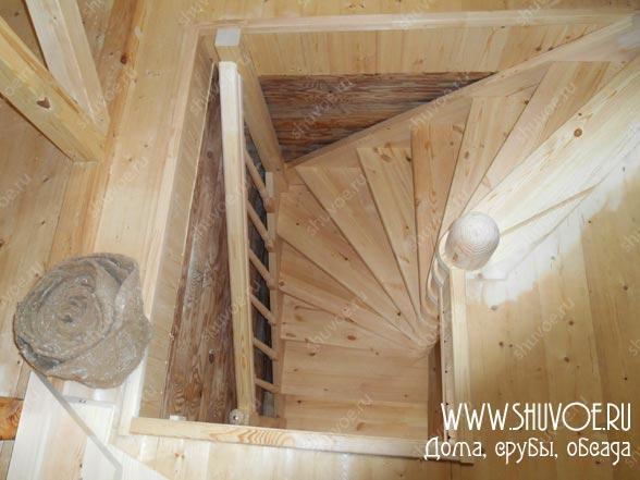 Строительство деревянной лестницы на 2й этаж бани