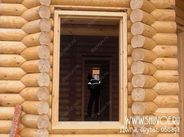 Окосячка от компании Шувое, на фото установка окосячки в деревянном доме