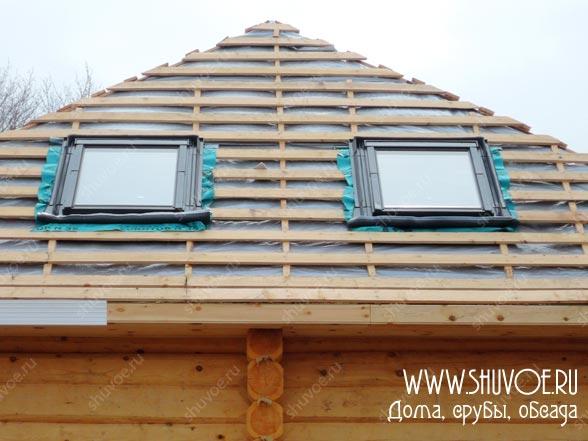 По задумке собственников - возведена шатровая крыша с утеплением по стропилам
