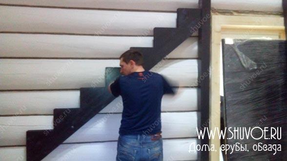 Строительство деревянной лестницы, с покраской.