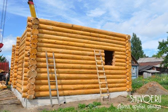 Сруб дома 7,5 х 10 с рублеными фронтонами: строительство и установка сруба летом 2015 года.