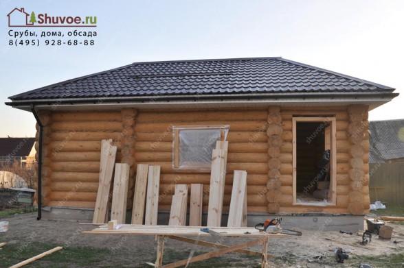 Дом баня с шатровой крышей.