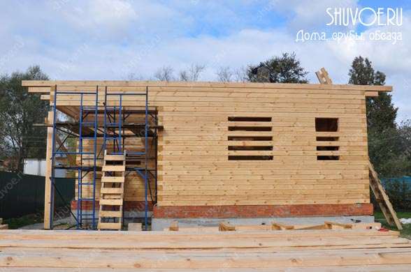 Строящийся брусовой дом.