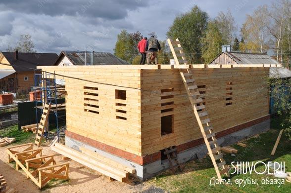 Закончено строительство первого этажа брусового дома 9 на 9 м.