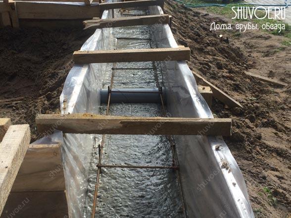 Заливаем фундамент под лафетный сруб.