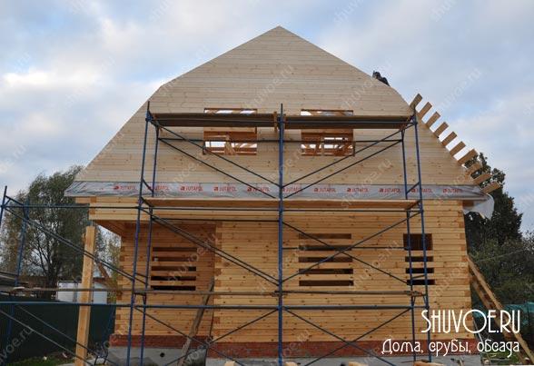 Строящийся брусовой дом в деревне Шувое