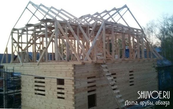 Готов каркас крыши брусового дома.