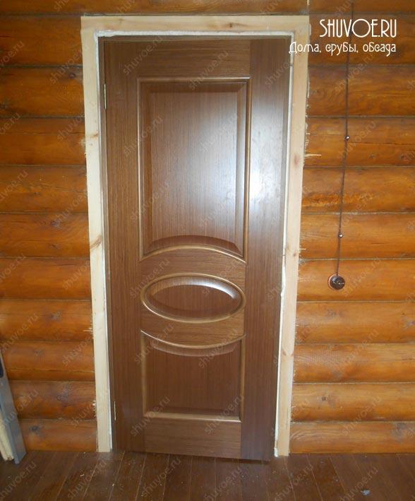 Дверь правильно устанавливать в окосячку.