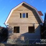 Отделка с деревянном доме начинается с установки обсады окон.