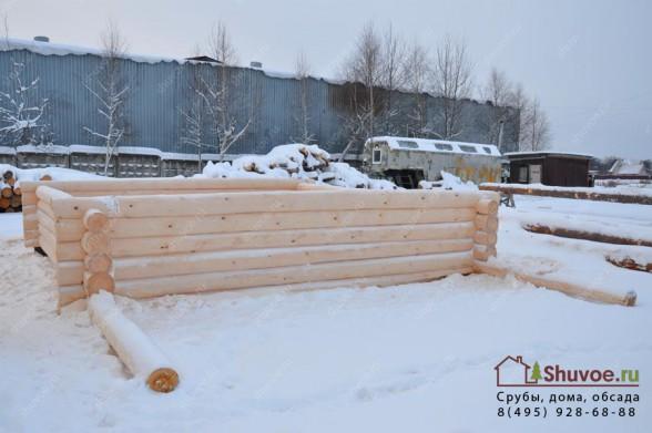 Процесс рубки сруба на базе в Шувое.