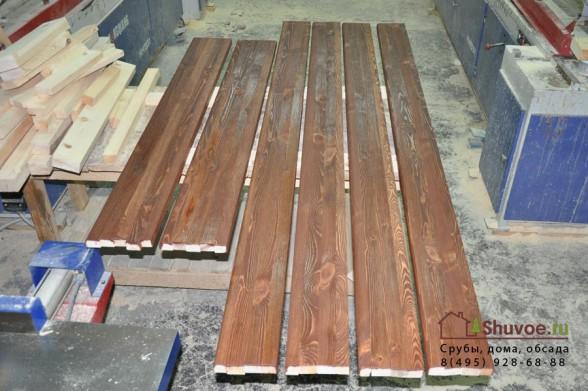 Состаренные деревянные наличники.