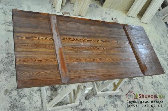 Деревянная дверь в баню.