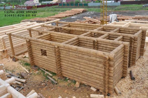 Деревянный дом 9х14 из рубленных вручную бревен.
