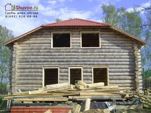 Установлена обсада оконных и дверных проемов в рубленом доме в селе Шеметово.