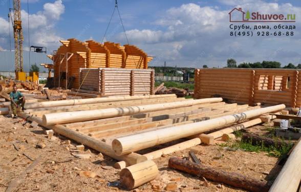 Строительство сруба дома 9х12. Половые лаги заложены при рубке сруба.